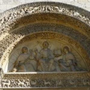 Tympan de l'eglise St Pierre, la Cathedrale