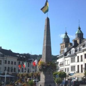 L' Obelisque, rescape des bombardements de decembre 1944