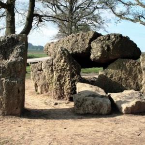 5. Un des nombreux dolmens de Wéris © Maison des mégalithes de Wéris