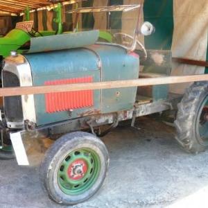 Tracteur de 1926 quelque peu modifie