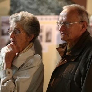 Des visiteurs de l'exposition du Centenaire