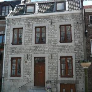 Maison et son escalier d entree