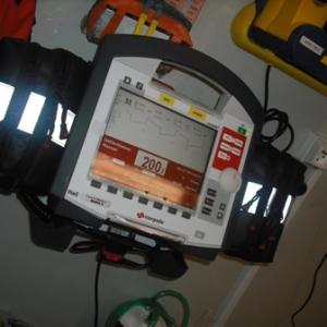 Le corpuls : appareil qui permet de monitoriser le patient, realiser des ECG et de les transmettre par GSM au medecin urgentiste CRA