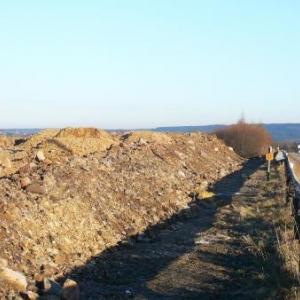 Le mur de terre amenage a hauteur des Bansions