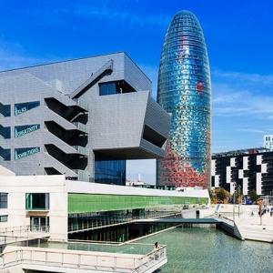 Musée du design de Barcelone et la tour Glories