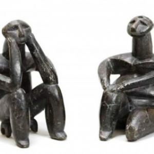 Le penseur et la femme assise