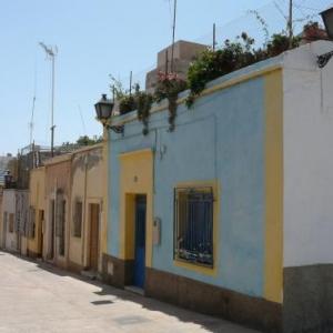 """AW 020008 Almeria : maisons colorees du quartier des pecheurs  """"le Chanco """""""