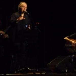 Serge UTGE - ROYO en prestation devant un public ravi