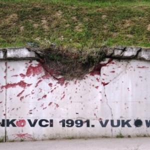 Vinkovci : impact d'un obus serbe