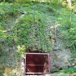 La grotte qui servit d'abri durant la guerree 1940 - 1945