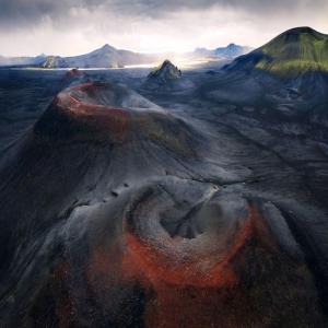 7 Le Rouge et le Noir, Islande  © Patrick Hertzog - Drone Awards 2020