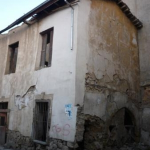 Batiments abandonnes a proximite de la zone frontaliere