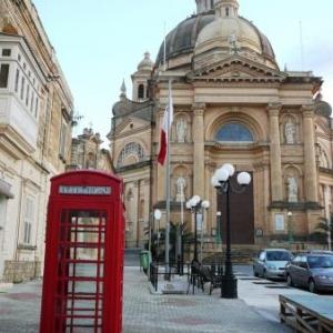 Une cabine telephonique rouge, typiquement britannique