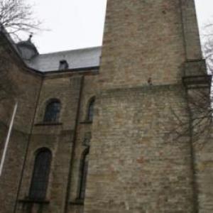 Une des deux tours de la cathédrale dont S. Demoulin fait allusion