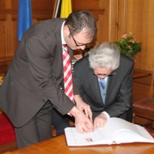 Reception communale : signature du Livre d'Or ( photo de Michael ALMER )