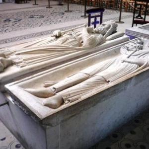 Deux positions de gisants
