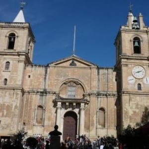 La Co - cathedrale Saint - Jean construite en 4 ans ( 1573 - 1577 )