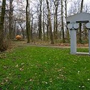 Partie du Pavillon de colonnes au Musee de sculpture en plein air de Middelheim