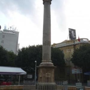 La colonne venitienne dans le square Ataturk