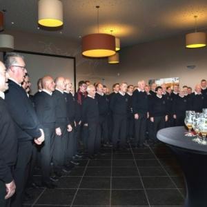 Les Tenes entonnent un premier chant ( Photo de G. Blanchy )