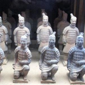 Une entree de la fosse des statues