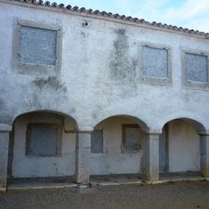 Les anciens dortoirs des pèlerins ( Photo F. DETRY )