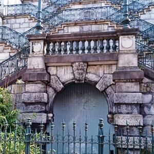 9. La fontaine de la rue du Palais  ( photo F. Detry )