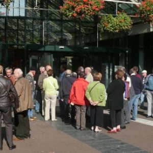 Amsterdam : le groupe tres docile durant une pause obligee