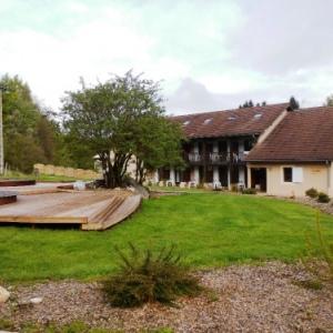 """Village """" Les Clairmontelles"""", a """"Le Poizat"""",  hebergement des invites wallons ( Belgique ) ( Photo de F. Detry )"""