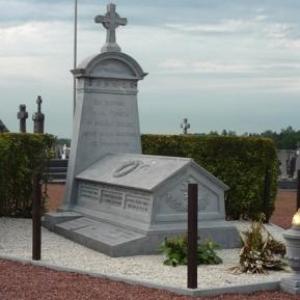 Le mausolee au cimetiere de Thimister