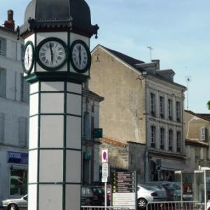 Place centrale de Jarnac,la ville de Francois Mitterrand