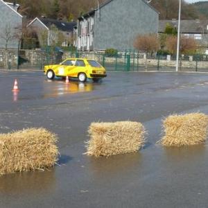 Maitrise de conduite automobile sur route humide