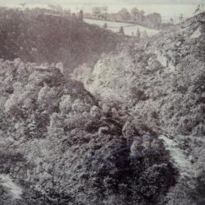 Le Cirque des Geants, sorte de promontoire entoure par la riviere