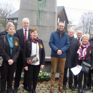 Des membres du RCW au monument Pietkin