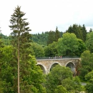 Recht : Viaduc ( Photo : Tourismusagentur Ostbelgien )
