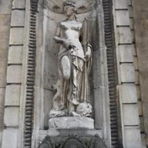 Statue de la facade