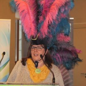 """La Presidente de """"La Mesnie"""" presentant le cortege de carnaval du 3 juillet dans le cadre du 50eme anniversaire"""
