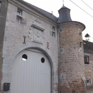 La ferme - chateau du village