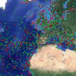 Des bateaux en mer en temps reel