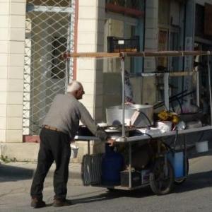 De petits commerces ambulants
