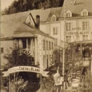 Hotel du Cheval Blanc et  rue La Vaulx