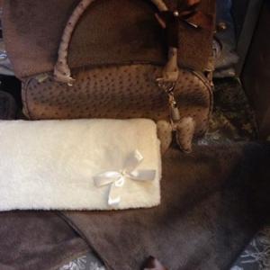 plaid creation de lola 50x70 cm  coloris beige, taupe, noir, vert tendre   19,95 euros