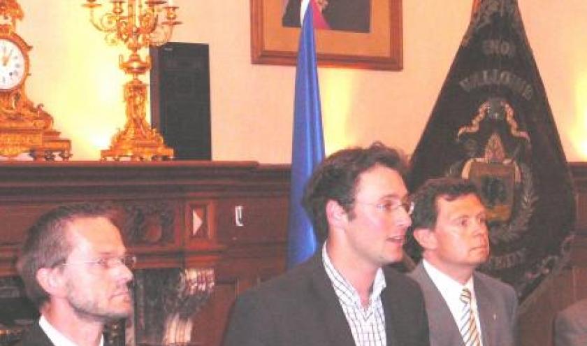 Le Bourgmestre accueille la Societe mise a l'honneur