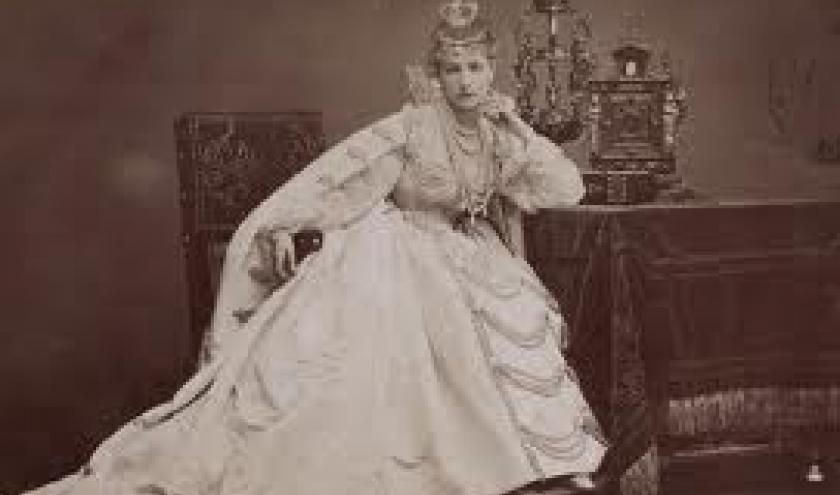 Sarah bernhardt, qui incarna Maria de Neubourg, reine d'Espagne, dans Ruy Blas