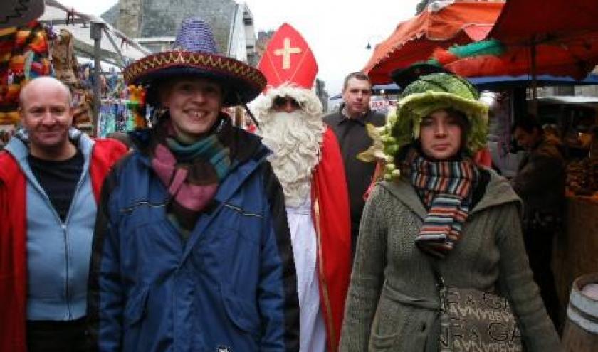 7. Saint-Nicolas et deux catherinettes