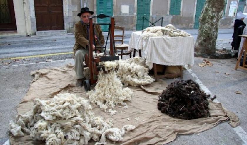 Cardeur de laine, pour faire un matelas.