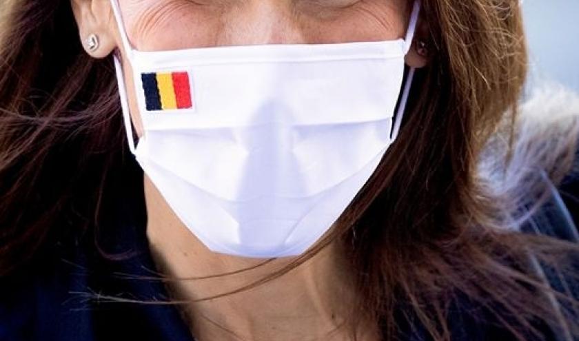 Madame Sophie Wilmès, Première ministre. L'art de prouver qu'un masque n'empêche pas d'être vu sourire. Image: site facebook de la Première ministre