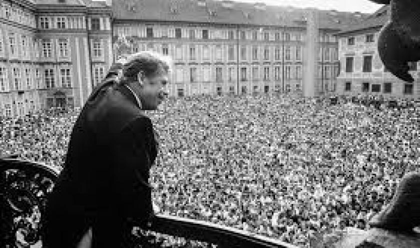 Le discours de Havel du balcon de Melantrich le 24 novembre 1989© Kučera Jaroslav