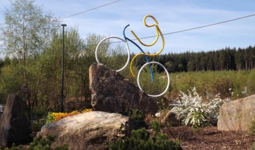 La motif decoratif du rond-point de la Haute-Levee recemment mis en place