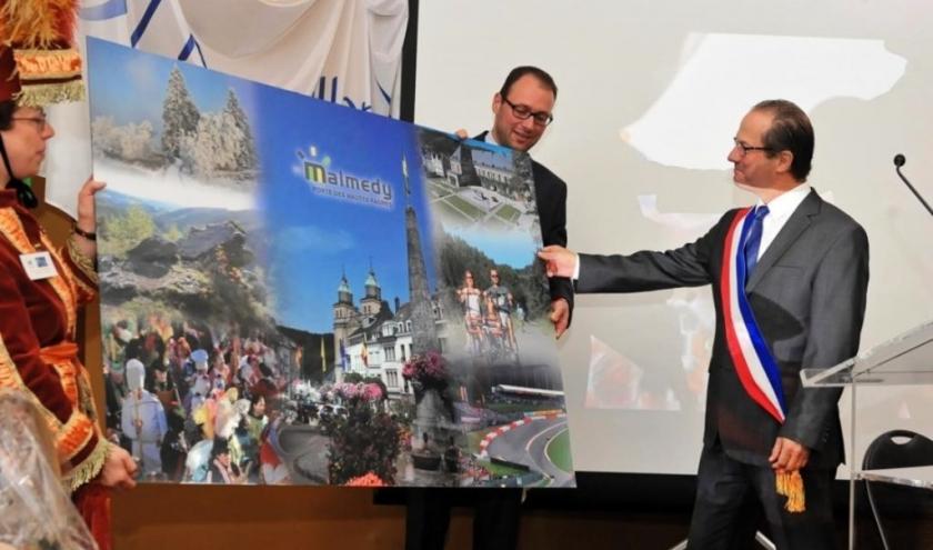 À Malmedy en 2017, avec le maire de Marseillan, lointain sosie de François Hollande  ( Photo Romain RIXHON )